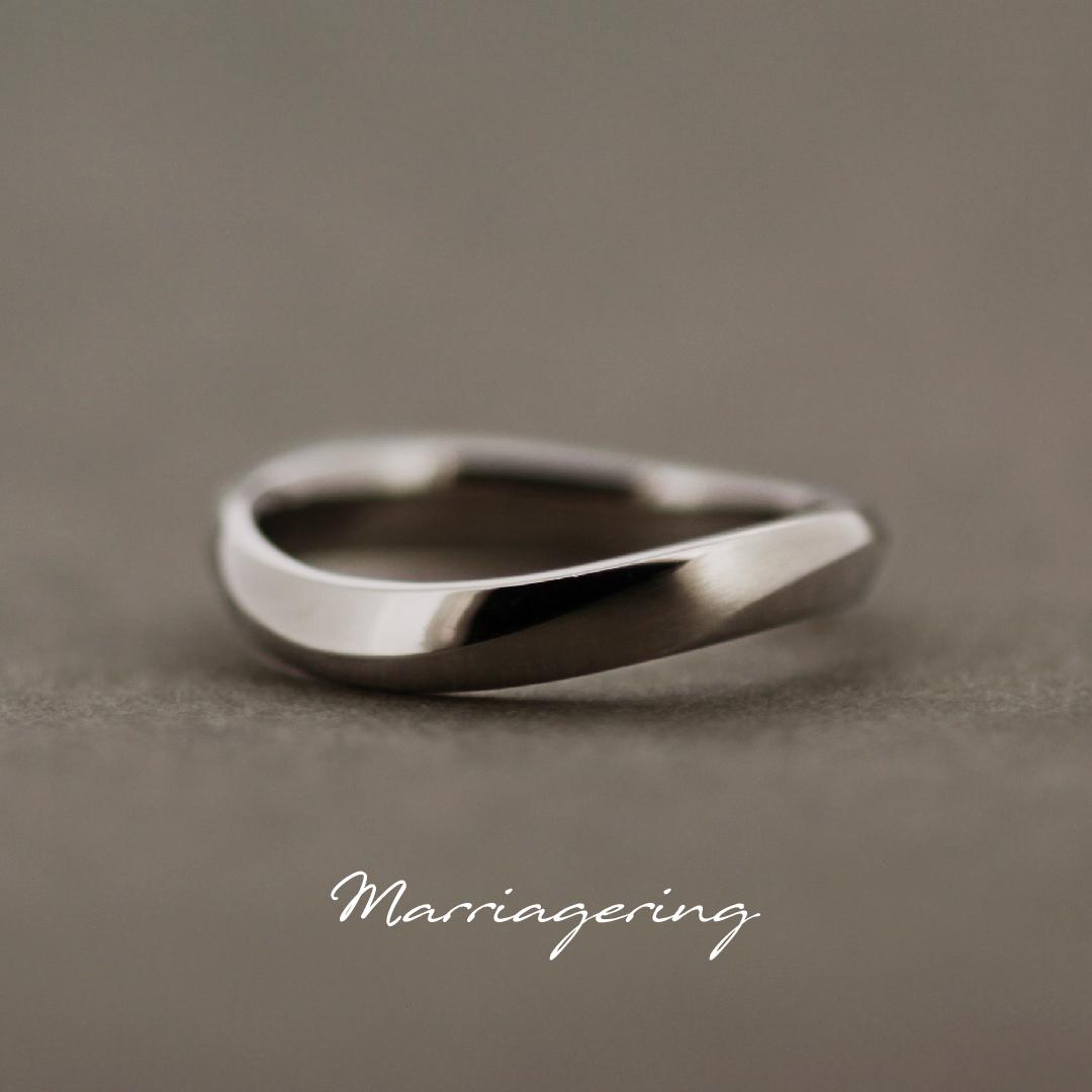 男性用のウエーブラインの結婚指輪
