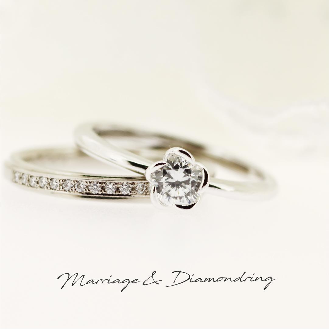お花のようなデザインのプラチナの婚約指輪と、メレダイヤを並べたブラックゴールドのストレートの結婚指輪です。