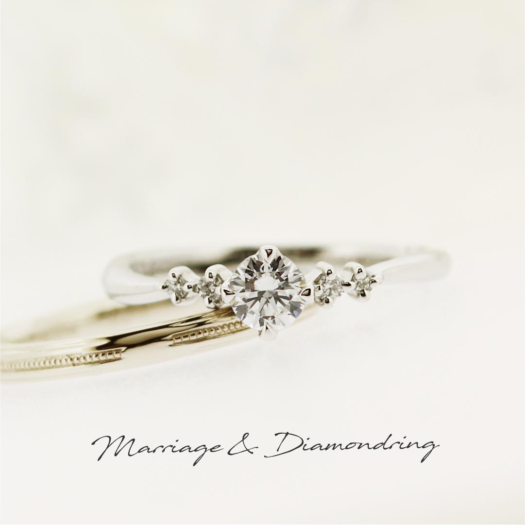 センターダイヤの両サイドに2ピースずつメレダイヤが爪留されたプラチナの婚約指輪と、センターにミル打ちが施された、ストレートラインのハニーゴールドの結婚指輪です