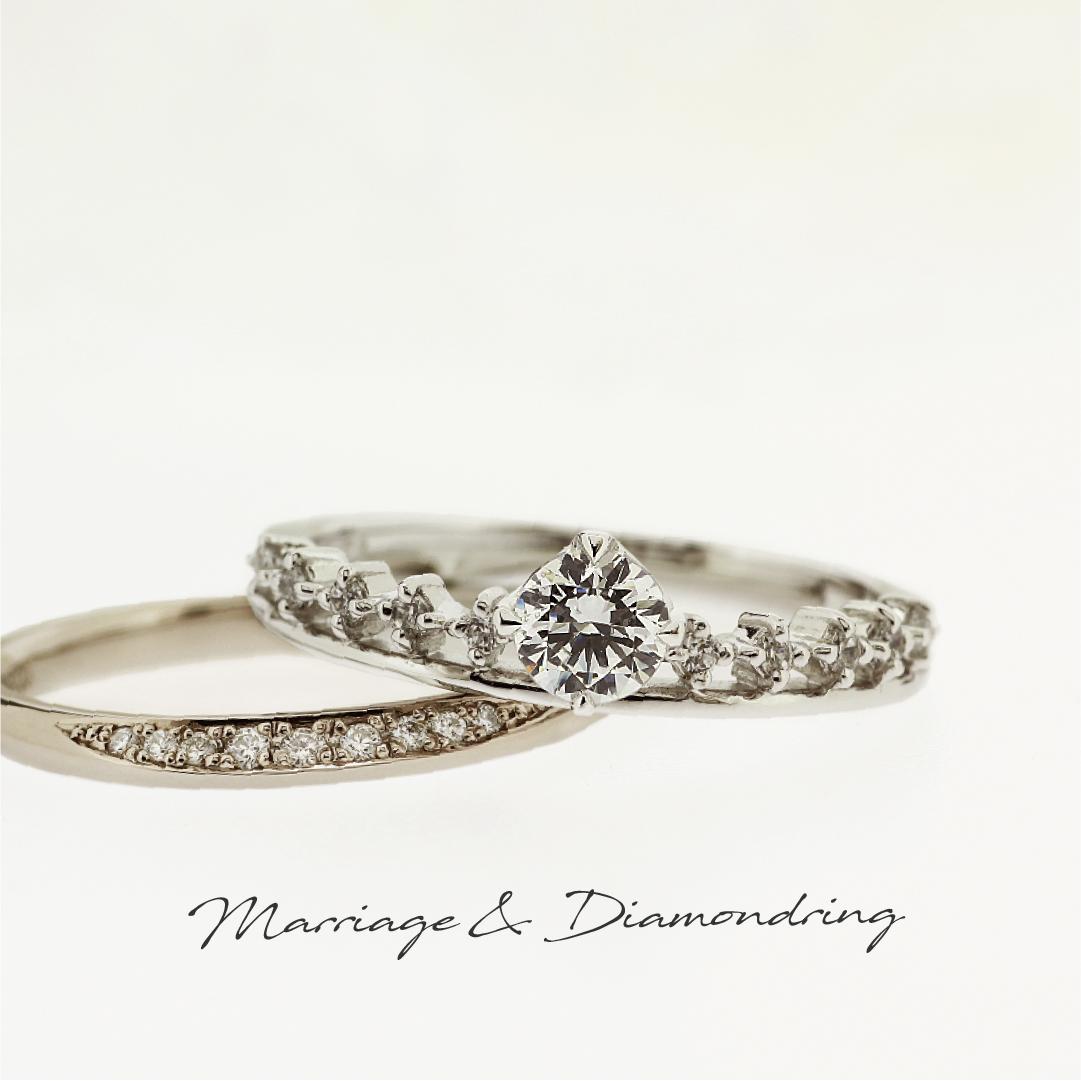 センターダイヤの両サイドに並んだメレダイヤが王冠のように見えるプラチナの婚約指輪と、正面にグラデーションをかけてメレダイヤを留めたブラックゴールドのストレートラインの結婚指輪です。