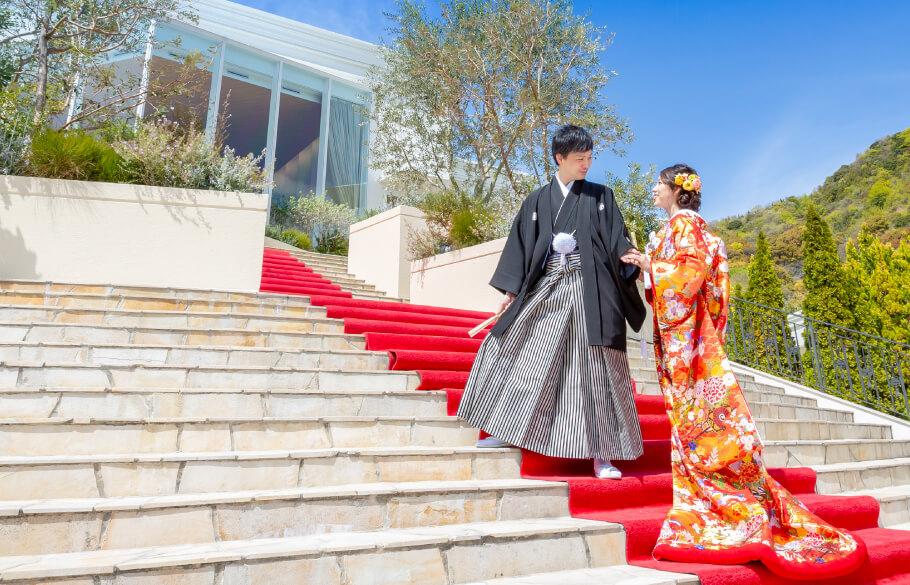 結婚式で和装をしたカップル