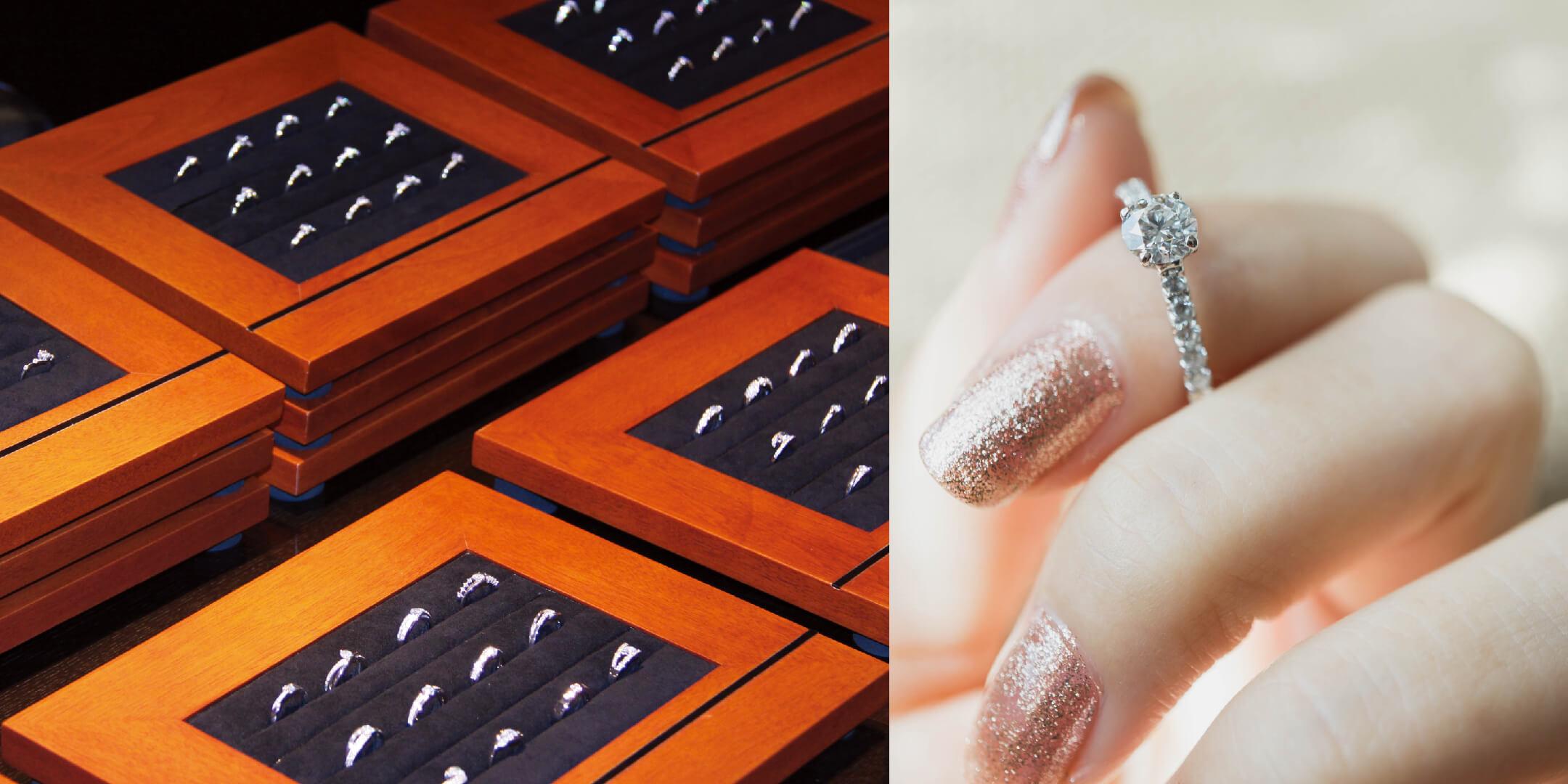婚約指輪がたくさん並んだトレーと、婚約指輪を指に着けた手元。