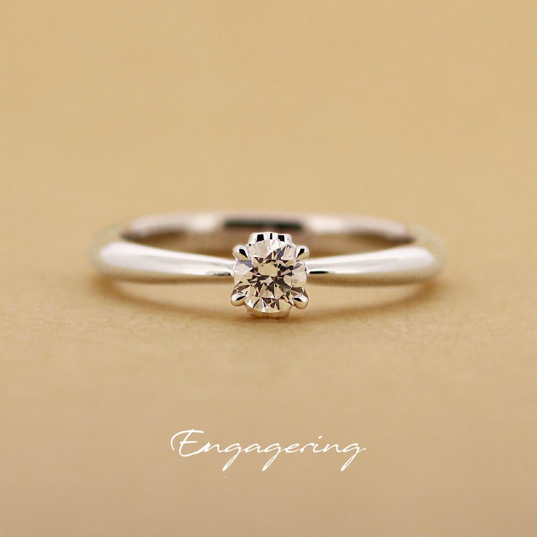 1粒タイプで、シンプルな4点留のストレートラインの婚約指輪です。