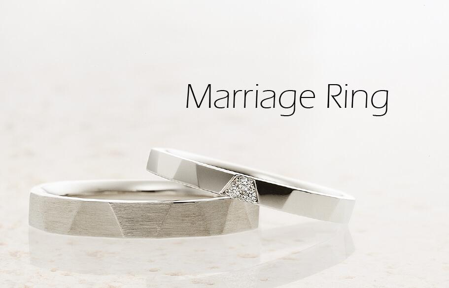 メンズはヘアラインレディースはダイヤモンドのついた結婚指輪のペア