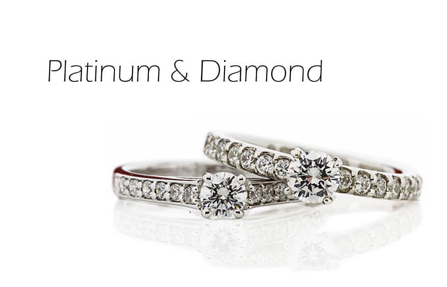 ダイヤモンドが並んだ2本のプラチナの婚約指輪