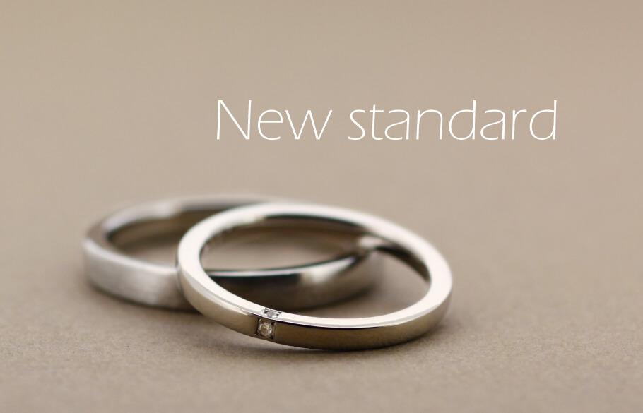 適度な厚みがあるので側面にもダイヤが留められ、指をきれいに見せてくれる結婚指輪