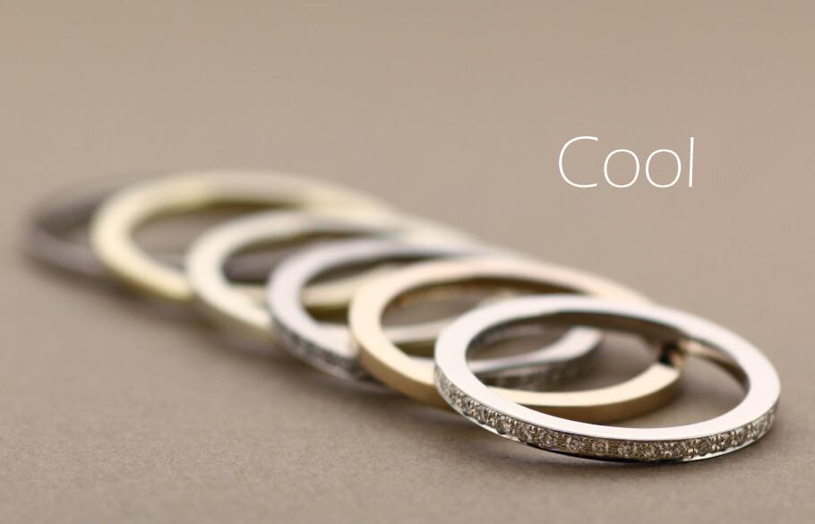 細いスクエアのクールな印象の結婚指輪